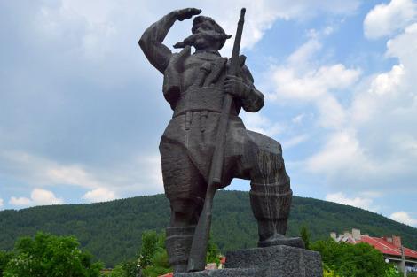 2-ри километър: Паметник на Панайот Хитов